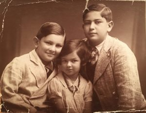 The Singer children in Vienna: Dolfi, Eva, Fritz, around 1932